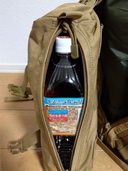 サイバトロンのサイドポケットには2Lペットボトルが2本入る