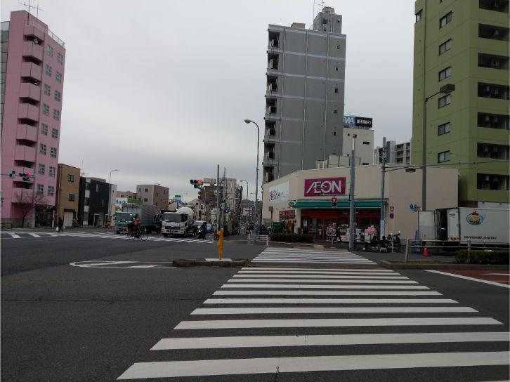 赤羽岩淵駅目の前のコンビニ